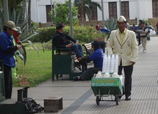 Coffee seller in Santa Cruz main plaza